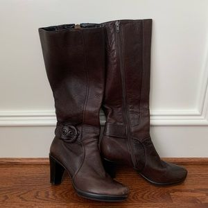 Clarks sz 8M brown leather boots, ankle buckle